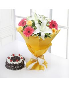 Lovely Wrapped Mix Flower With Cakes